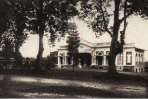 Balaikota Bogor (Societeit) tahun 1880 (Koleksi: KITLV)