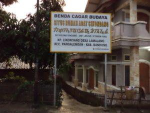 Jalan menuju situs rumah adat Cikondang