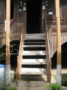 tangga masuk pintu utama