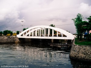 Jembatan Kampung Tinggi Singaraja