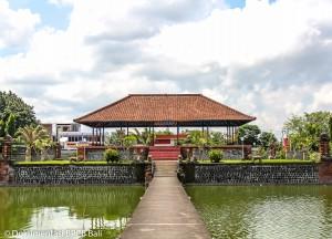 Bale Kambang di Taman Mayura