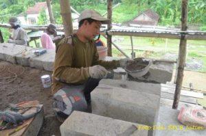 Pemasangan Angkur Besi Pada Sudut Candi Induk