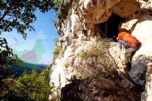 Dok bpcb. Pendakian melewati tebing