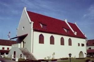 Bangunan yang berada tepat ditengah Benteng Rotterdam yang dulunya berfungsi sebagai gereja