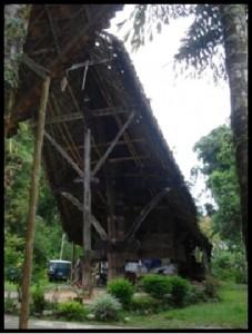 Rumah Adat Rambu Saratu