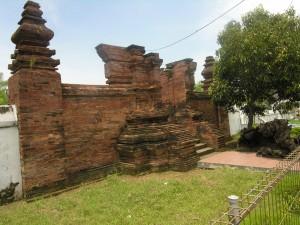 gerbang makam kenari