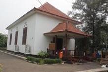 Gereja Tugu tampak tenggara