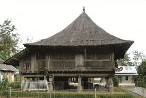 Rumah adat Pesagi