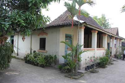 4.-rumah-tradisional-rh-suprapto