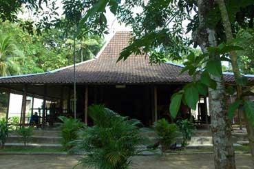 9.-rumah-tradisional-darmo-sukarto