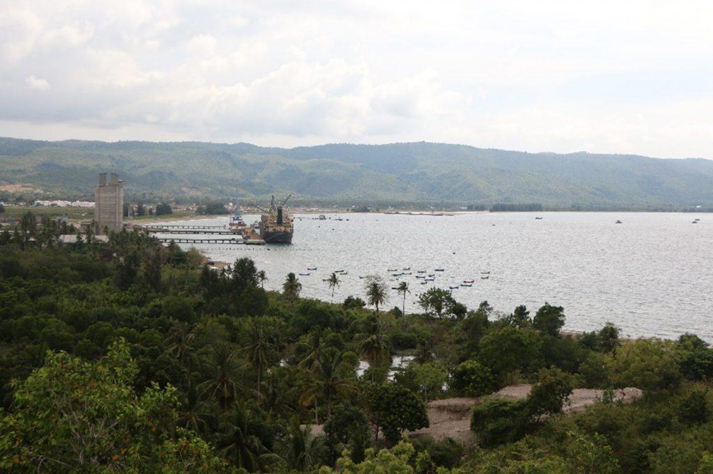 Teluk Lamreh Krueng Raya, tempat pangkalan militer armada Inong Balee yang sekarang menjadi Pelabuhan Malahayati.