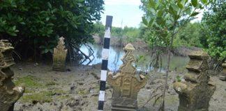 Kondisi nisan kuno yang berada di areal tambak di Kompleks Makam Putroe Ijo 4 di Kecamatan Kutaraja, Kota Banda Aceh (Sumber: BPCB Aceh 2018)