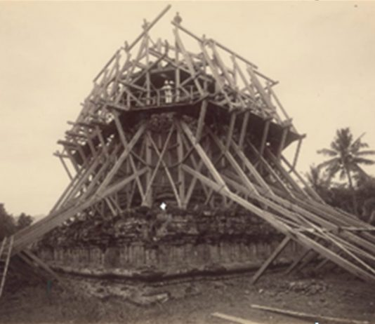 Foto Candi Mendut yang dipublikasi tahun 1898