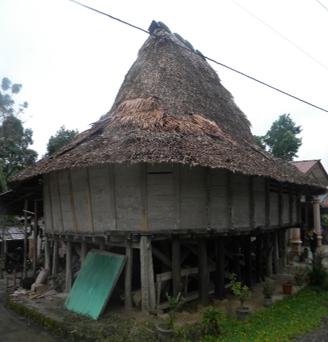 Rumah Adat Nias 1