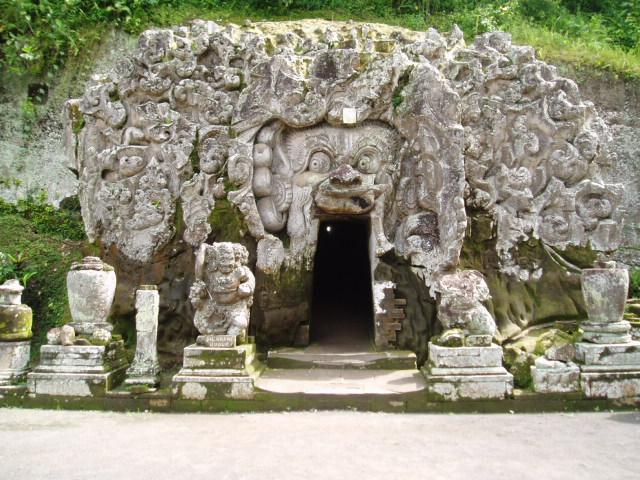 You are currently viewing Goa Gajah Beserta Peninggalan di Dalamnya (Bagian.1)