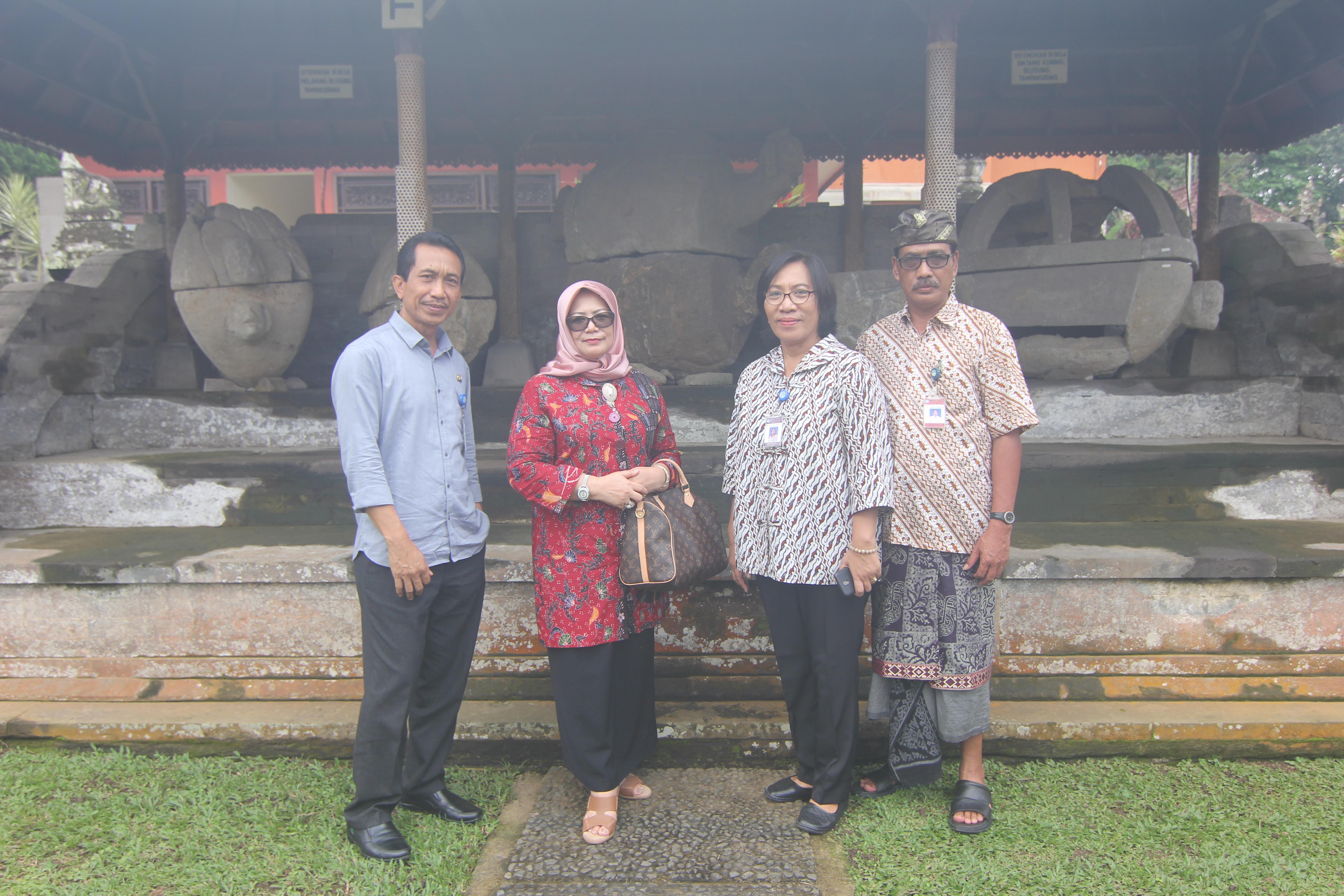 Read more about the article Kunjungan Ibu Sri Hartini (Setditjenbud Kemendikbud) di Museum Arkeologi Gedong Arca