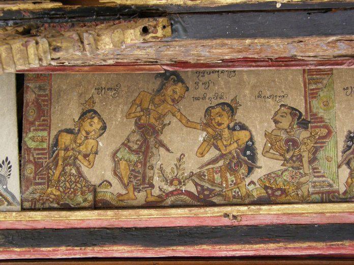 Lukisan wayang di atap Kerta Gosa