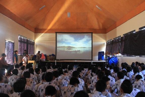 Read more about the article Pemutaran Bioskop Keliling Di SMA N 1 Bangli