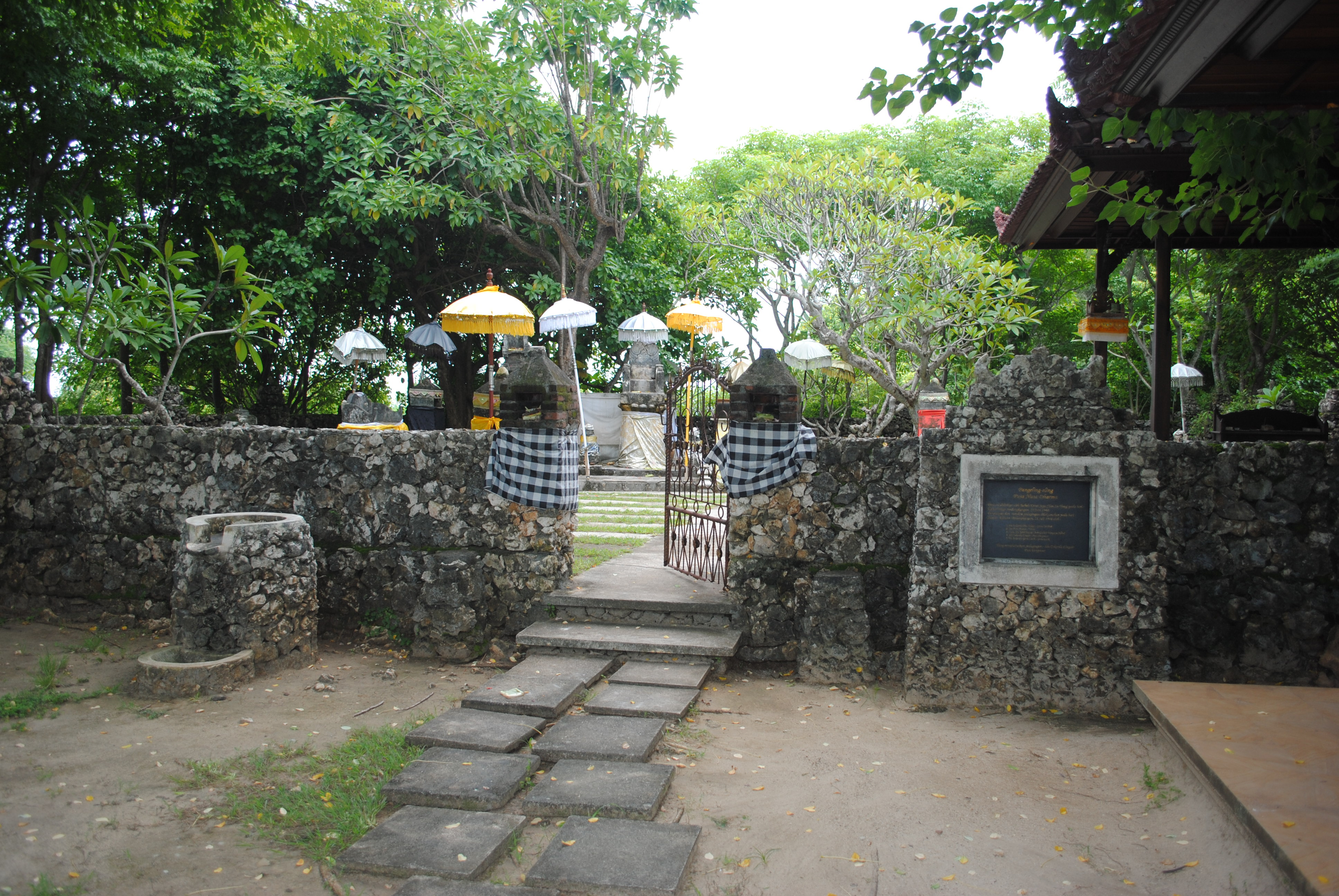 Read more about the article Pura Nusa Dharma