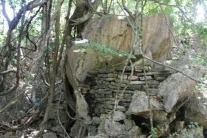 "Read more about the article Inventarisasi Warisan Budaya di Kabupaten Timor Tengah Utara, Provinsi Nusa Tenggara Timur ""Altar Persembahan Bukit Sasi"""