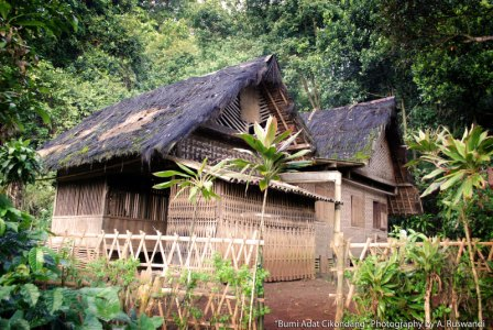 You are currently viewing Rumah Adat Cikondang