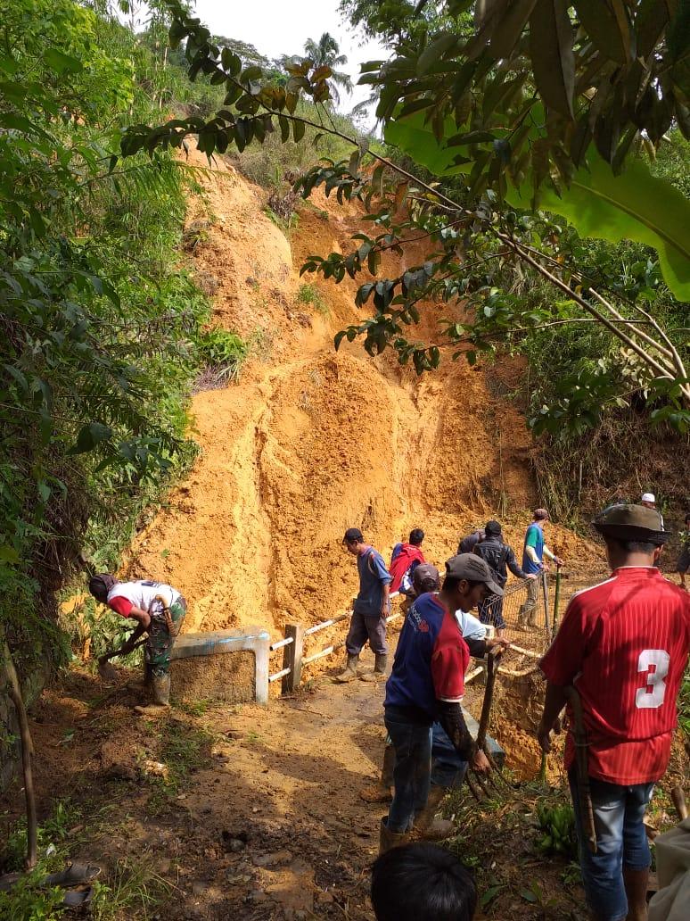 Read more about the article BPCB Banten Lakukan Aksi Tanggap Darurat Bencana Longsor di Situs  Cagar Budaya Gunung Padang