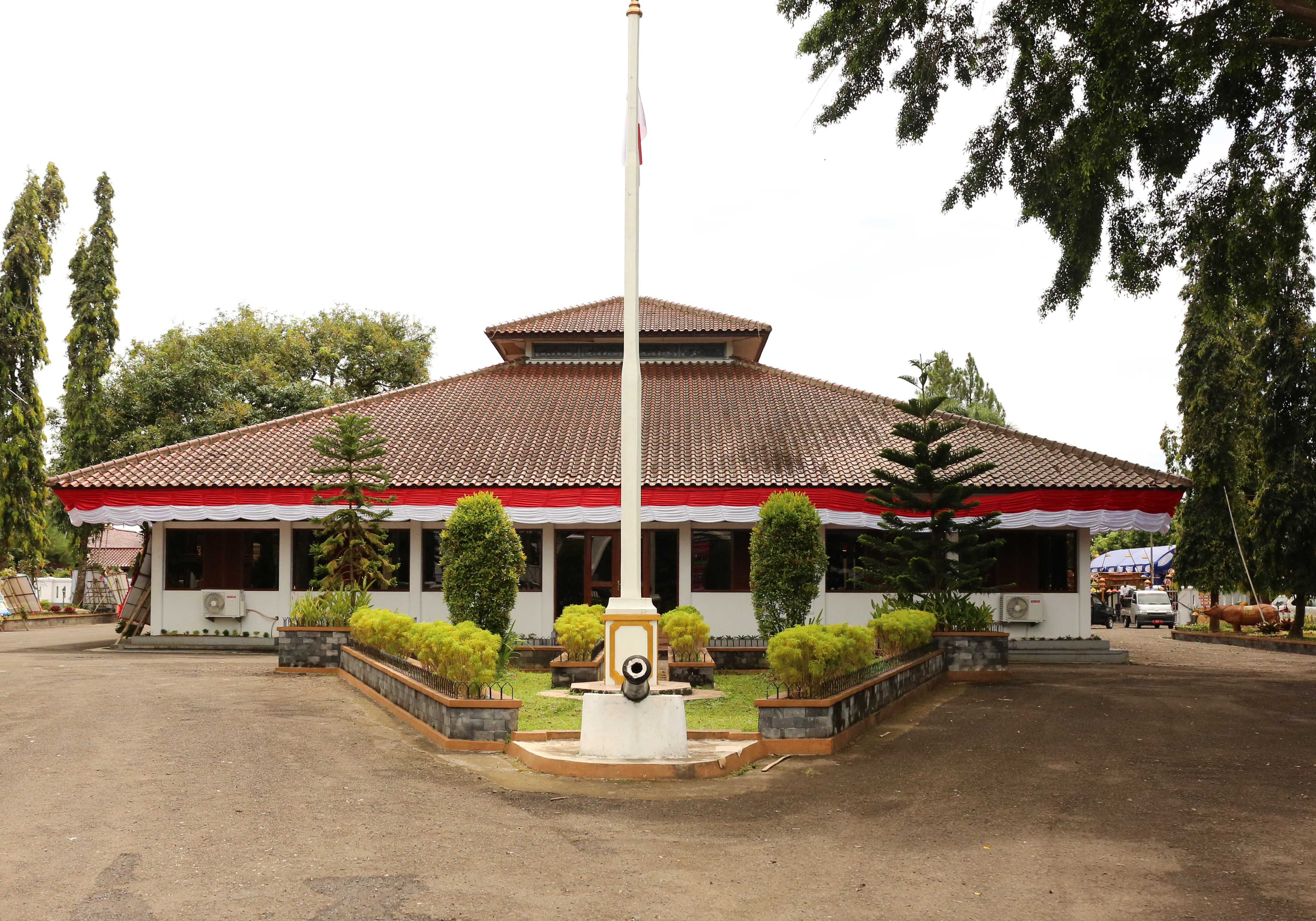 Read more about the article Pendopo Kabupaten Pandeglang : Bangunan Kolonial Tanpa Dinding