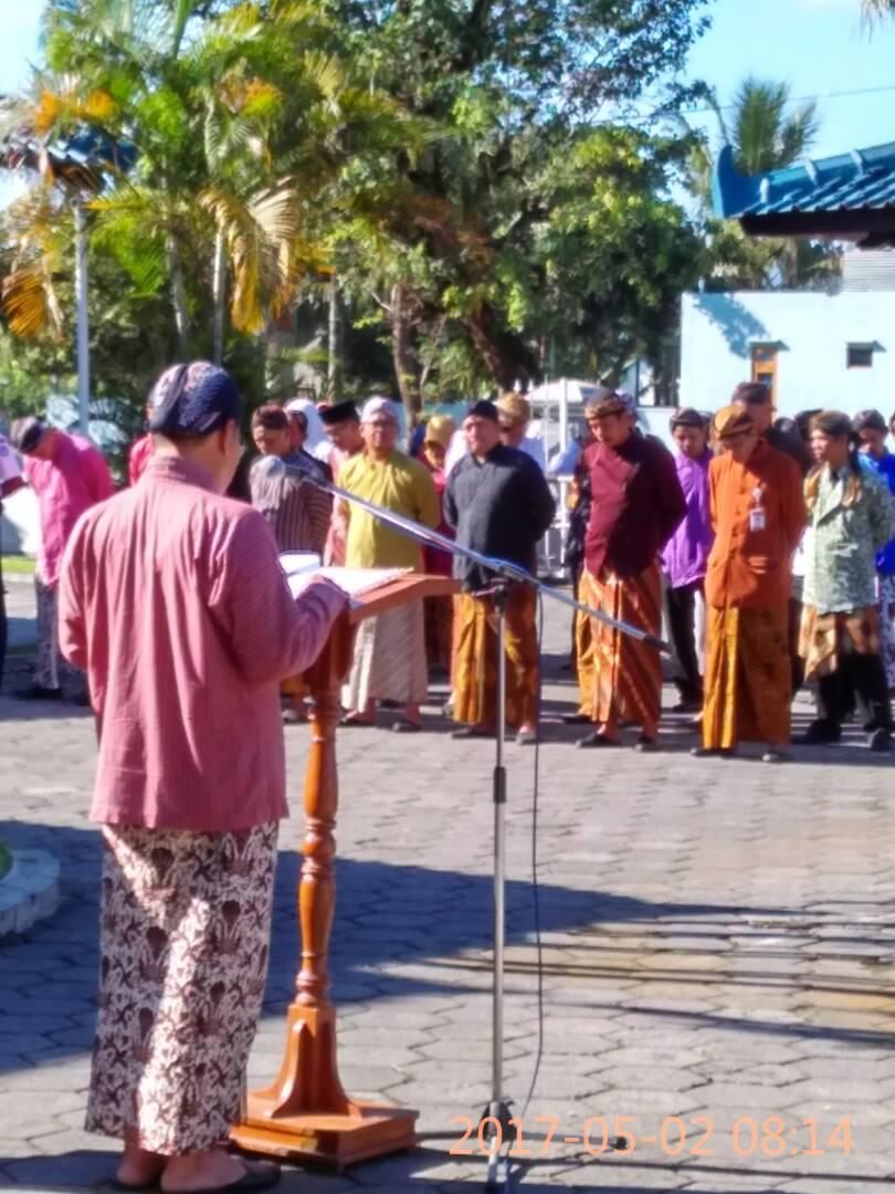 You are currently viewing Upacara Peringatan Hardiknas Pegawai BPCB Jateng Memakai Pakaian Tradisonal