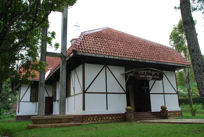 You are currently viewing Gereja Salib Putih, Bukti Sejarah Penyebaran Agama Kristen di Kawasan Semarang dan Salatiga