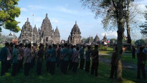 Read more about the article Peringati Hari Warisan Dunia, Karyawan BPCB Jateng Upacara Luar Biasa di Candi Sewu