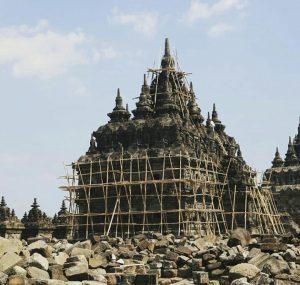 Jawa Tengah Sebuah Potret Warisan Budaya, Seni Bangunan Masa Klasik (4)