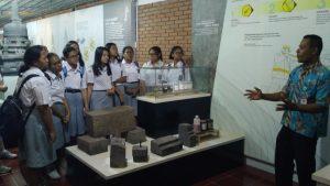 """Read more about the article """"Belajar Memugar dan Konservasi Candi"""" Ajak Siswa SMA Praktek Langsung Di Lapangan"""