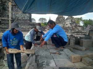Read more about the article Kehebatan Di Balik Pemugaran Candi (Pencari Batu)