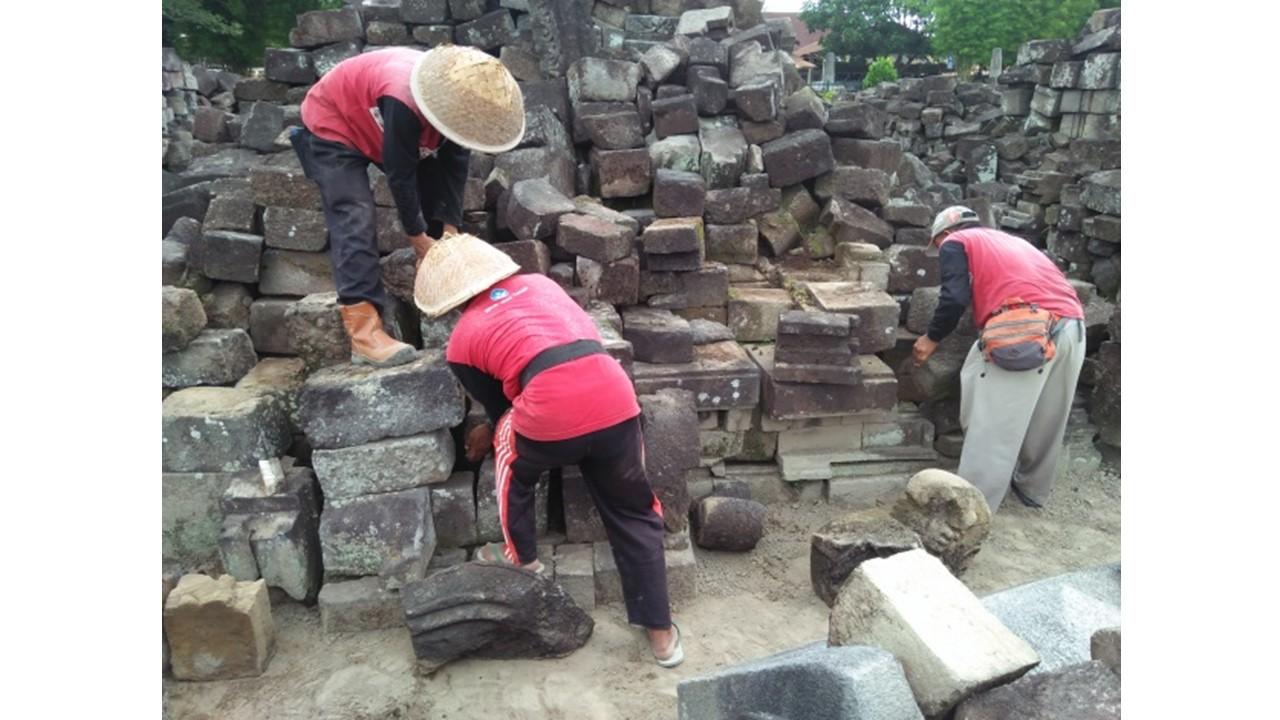 Read more about the article Pencari Batu Candi: Sang Ujung Tombak Pemugaran