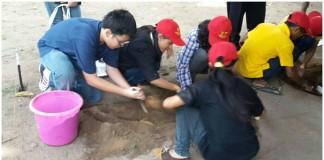Anak-anak Belajar Menjadi Seorang Arkeolog dlm Kegiatan Ekskavasi, Konservasi & Registrasi