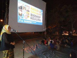 Read more about the article Bioskop Keliling di Pasar Nenang, Kabupaten Penajam Paser Utara