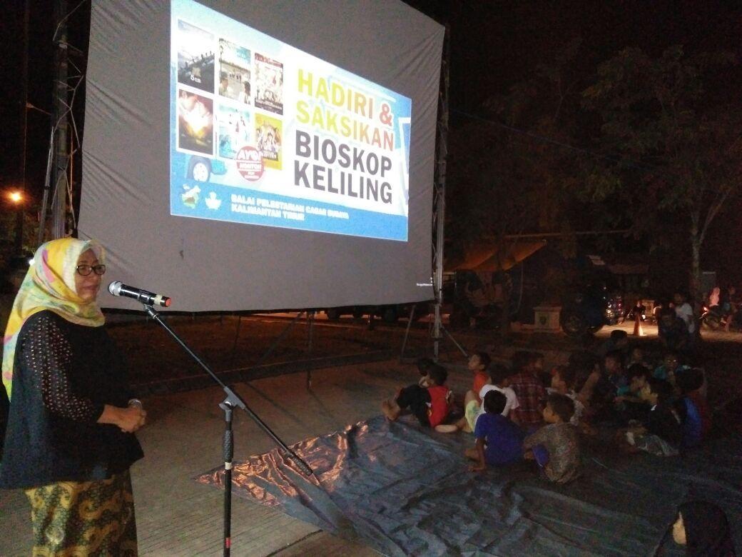 Bioskop Keliling di Pasar Nenang, Kabupaten Penajam Paser Utara