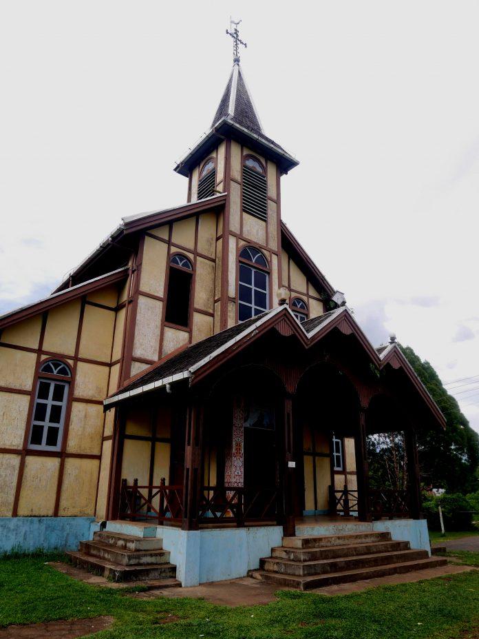 Gereja Katolik Santo Fidelis Sejiram Berbentuk Panggung