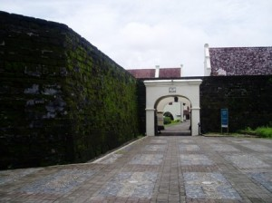 Pintu gerbang sisi barat Benteng Rotterdam pada tahun 2010
