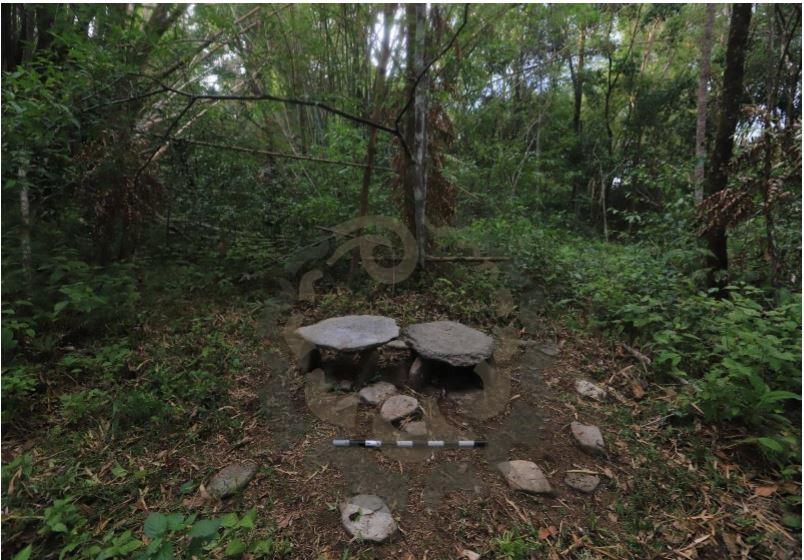 Situs Megalitik Pagar Batu /Lutur dan Dolmen Negeri Hualoy