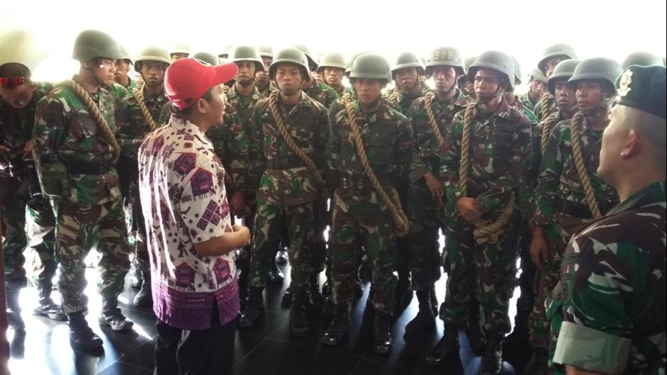Read more about the article Prajurit Baru Yonif Para Raider 431/SSP Kostrad Kariango Berkunjung ke Benteng Rotterdam