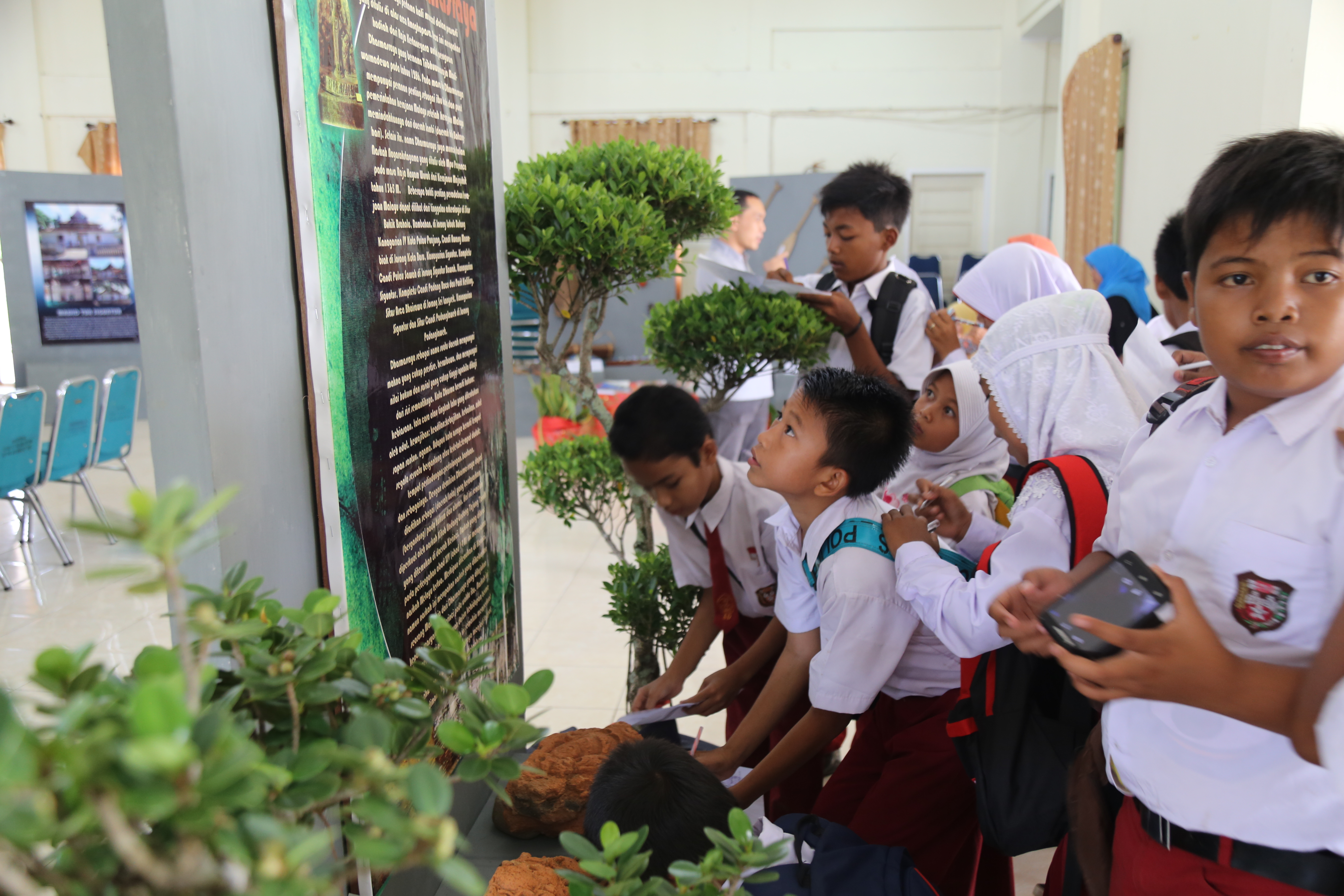 Read more about the article Pelajar Ramaikan Pameran Cagar Budaya Dharmasraya