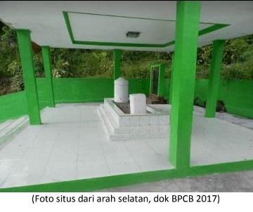 Read more about the article MEMBIDIK JEJAK ULAMA  DALAM SEBUAH MAKAM