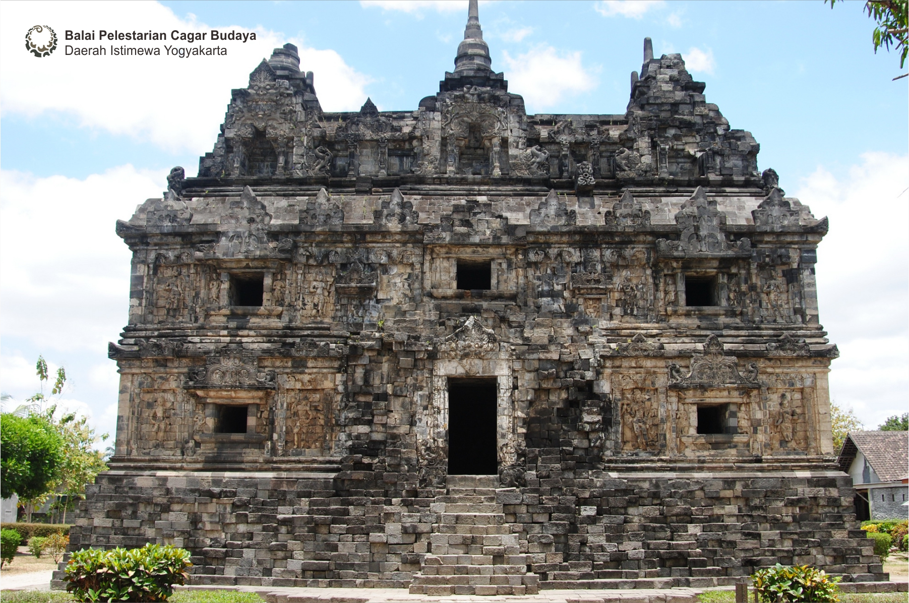 Read more about the article Candi Sari