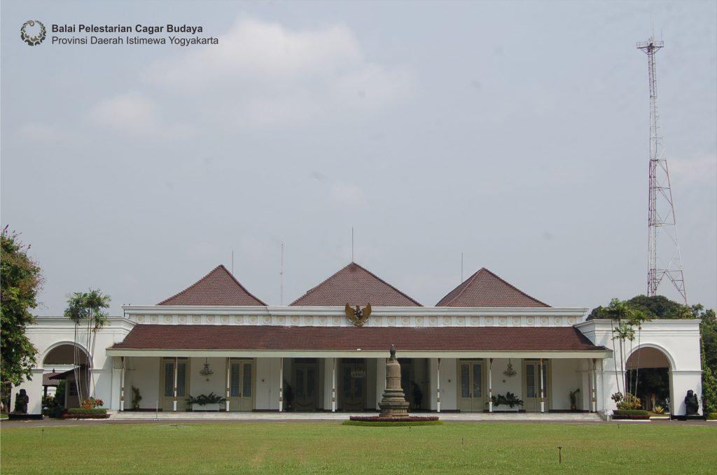 Gedung Agung tampak depan (Foto: Dok. BPCB DIY tahun 2010)