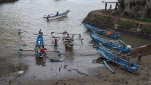 Read more about the article Upacara Nyalawena di Pantai APRA Kabupaten Cianjur