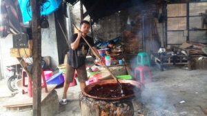 Read more about the article Dodol Betawi, Tradisi Kuliner Betawi yang Masih Bertahan