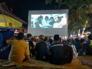 Read more about the article Pengamatan Sekilas Penonton Film Nasional di Tiga Lokasi Pemutaran Bioskop Keliling