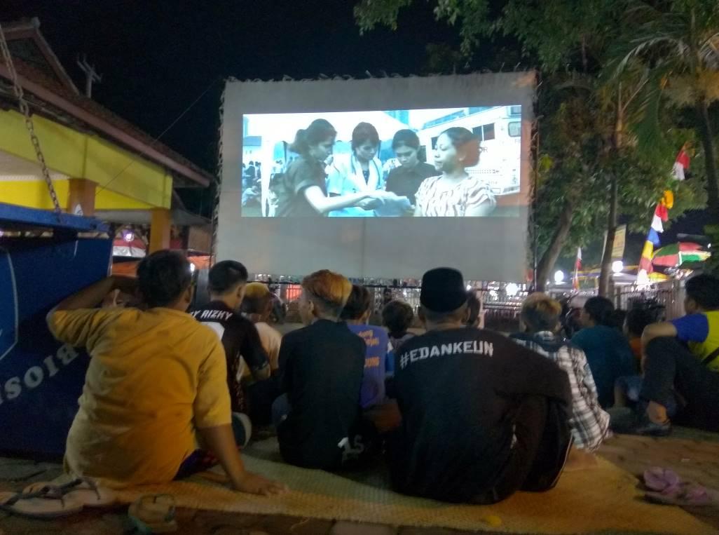 You are currently viewing Pengamatan Sekilas Penonton Film Nasional di Tiga Lokasi Pemutaran Bioskop Keliling