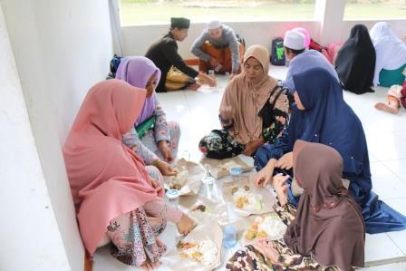 Read more about the article Babacakan, Tradisi Makan Bersama Masyarakat Banten